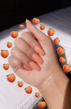 The popular trend of peach acrylic nail art designs are rising, becoming one of the most fashionable artificial nails. Peach acrylic nails come in handy when you're tired of all the bare and bold hues that are popular today. Acrylic Nails Natural, Peach Acrylic Nails, Simple Acrylic Nails, Peach Nails, Acrylic Nail Designs, Peach Colored Nails, Peach Nail Colors, Acrylic Nails Coffin Matte, Peach Nail Art