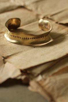 Brass Frill Bangle L - Dot | IRRE