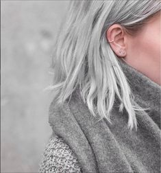 75 Ombre Hair Color For Grey Silver This is my ideal length and color in the long run. Are you looking for ombre hair color for grey silver? See our collection full of ombre hair color for grey silver and get inspired! Silver Grey Hair, Silver Ombre, Gray Hair, Silver Blonde, Grey Platinum Hair, Grey White Hair, Blue Hair, Silver Ring, Cute Ear Piercings