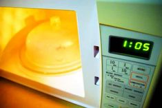 heat up vinegar in microwave to clean