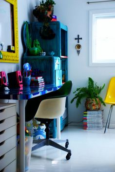 Bright blue desk.  I love everything about this look. Gray walls, colorful furniture & decor.