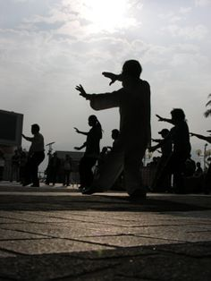 Free tai chi lessons in Hong Kong http://www.theintrepidtraveler.net/2010/11/18/hong-kong-for-free/
