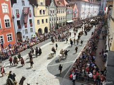 The Landshut wedding is a medieval spectacle that must be the pinnacle of all the medieval festivals. Everything here is done exactly as it happened in 1475 Bavaria, Festivals, Medieval, Dolores Park, Street View, Wedding, Travel, Mariage, Bayern