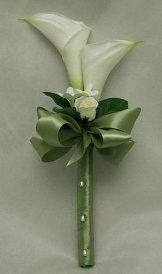 bouquet en cascada con cartuchos - Buscar con Google #weddingbouquets