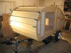 """""""Wyoming Woody"""" est le nom de cette superbe caravane, créée de toutes pièces à la main par Ryan, son propriétaire, prêt pour partir à l'aventure..."""