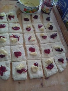 Pečené buchty dvoch chutí (fotorecept) - obrázok 6 Sweet Desserts, Sweet Recipes, Cake Recipes, Czech Recipes, Food 52, Desert Recipes, Scones, Baked Goods, Sweet Treats