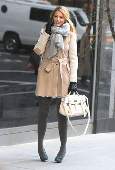 """Blake Lively Photos - Actress Blake Lively films a scene on the set of """"Gossip Girl"""" on January 2012 in New York City, NY. The actress kept warm in a Fay coat while filming on a cold New York day. - Blake Lively Films """"Gossip Girl"""" In New York Gossip Girls, Mode Gossip Girl, Gossip Girl Serena, Estilo Gossip Girl, Gossip Girl Outfits, Gossip Girl Fashion, Gossip Girl Style, Style Serena Van Der Woodsen, Mode Blake Lively"""