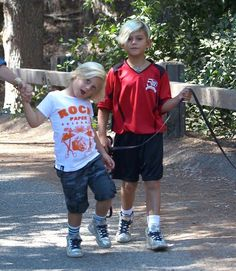 Kingston & Zuma On A Hike With Their Nanny  Kingston and Zuma out for a hike with their dog and nanny at the Franklin Canyon Park in Beverly Hills, California (September 7, 2013)