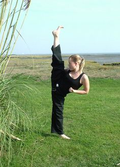 Emma Elmes...half woman half amazing hahaha. OMG look at the extention on that kick...MFN awesome.