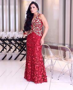 Bordados e renda desenhado todo o vestido! ❤️🌹