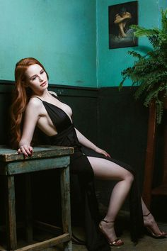 And last, but absolutely NOT least is the red headed BOMBSHELL Cheryl Blossom AKA Madelaine Petsch! Enjoy this hot collection of Madelaine Petsch sexy pics! Madelaine Petsch, Beautiful Redhead, Beautiful People, Beautiful Women, Beautiful Pictures, Guys My Age, Pin Up, Tumbrl Girls, Beautiful Female Celebrities