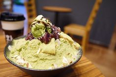 Snow ice with matcha dust and red bean. Find out what are the most drool worthy matcha desserts outside of the United States. Visit us at http://www.foodamentals.com/matcha-series-matcha-foods-we-wish-we-could-eat-in-the-united-states/