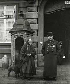 Extraordinary Candid Vintage Photographs That Capture Street Scenes of Vienna, Austria From the and Documentary Photographers, Street Photographers, Vintage Photographs, Vintage Images, Old Pictures, Old Photos, Types Of Photography, The Good Old Days, Roman Empire
