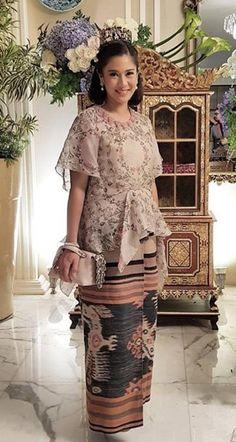 Kebaya Lace, Kebaya Hijab, Batik Kebaya, Kebaya Dress, Kebaya Muslim, Batik Dress, Lace Dress, Ball Gowns Evening, Formal Evening Dresses