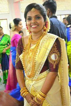 Jewelry set n bride groom. Kerala Bride, South Indian Bride, Indian Bridal, Sari Blouse Designs, Bridal Blouse Designs, Saree Wedding, Wedding Bride, Bridal Sarees, Bride Groom