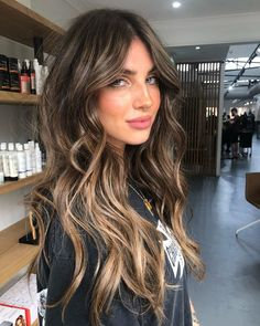 popular hairstyles this year – Hair desing Brown Hair Balayage, Brown Blonde Hair, Hair Color Balayage, Hair Highlights, Blonde Brunette Hair, Long Brunette Hairstyles, Highlights For Brunettes, Hair Ideas For Brunettes, Balayage Brunette Long