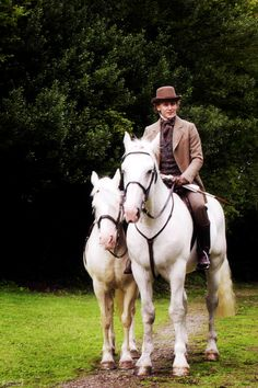 Willaim Buxton (Tom Hiddleston) and his lovely horses in Return to Crandford.