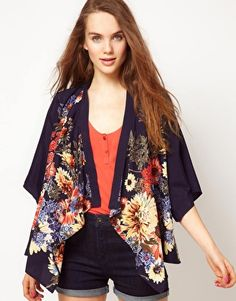 Absolutely in love with this kimono floral jacket <3