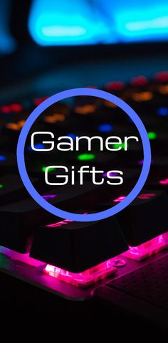 25 Fantastic gift ideas for a gamer. Gift ideas for teens and gamers. Gamer Room, Pc Gamer, Custom Gaming Computer, Virtual Reality Systems, Space Battles, Card Storage, Gamer Gifts, Guys And Girls, Super Mario