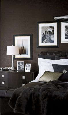 Crocodile textured wallcovering from Ralph Lauren Home's Penthouse Suite Wallcovering collection.: