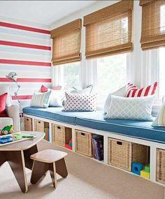 Samma ide, bänk från vägg till vägg, förvaring under, sittdyna ovanpå.  Vår sittdyna kommer vara 5 cm tjock och sydd i grått tyg. :)