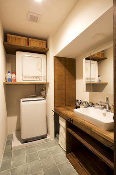 家族みんなが毎日使う「洗面スペース」。生活感が出やすく、汚れやすい場所でもあります。既製品の洗面設備も便利だし、取り替えればキレイになるけど、ライフスタイルや好みに合わせたリノベなら、こんなにオシャレに。マネしたいアイデア集めました