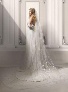 In Love with our Emma gown | La Magica Fioritura Collection | #noaemanuel #wedding #bride #bridal #weddingdress #weddinggown #weddings