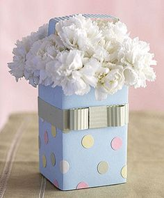 white-flowers-mothers-day-crafts-table-decoration