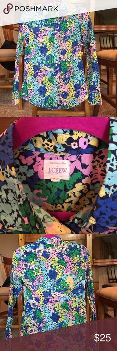 Jcrew The Perfect Shirt in Floral This is a perfect shirt from Jcrew. It's an XS and is in a fun floral print. 🚫No Holds 🚫No Trades ❌🚬smoke free home 👍Negotiate using the offer button. J. Crew Tops Button Down Shirts