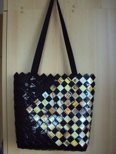Paper Art, Paper Crafts, Diy Crafts, Candy Wrappers, Candy Bags, Beaded Bags, Recycled Art, Duct Tape, Paper Design
