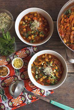 Moroccan Chickpea Stew // @tastyyummies // www.tasty-yummies.com