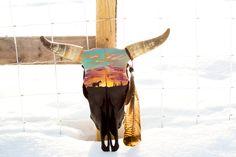 Cool stuff Hand Painted Skulls — LB Arrow Design Bridal Fashion Jewelry Jewellery (spelled jewelry i Deer Skull Art, Cow Skull Decor, Painted Animal Skulls, Bull Skulls, Longhorn Skulls, Buffalo Skull, Antler Art, Skull Illustration, Skull Painting