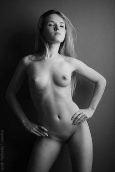 acd0a9f98e539a5b03e66e35fb59411e.jpg (534×800) Keywords: martyna, nude, tits, art, bw, poplawski, darkelf, polish, 2015
