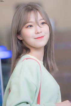 Kpop Girl Groups, Kpop Girls, Cute Girls, Cool Girl, Design Your Own Website, Cute Korean, Beautiful Asian Girls, Ulzzang Girl, Asian Beauty