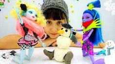 Новогоднее видео про куклы Монстер Хай (Monster High): лепим снеговика. ...