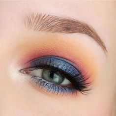 @roseherdmakeup used the night sky at dusk  as her inspiration for this beautiful combination of colors! Featured shades: • Peach Smoothie • Chickadee • Wisteria • Center Stage