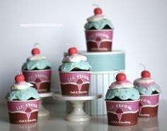 cupcakes with marshmallow fondant
