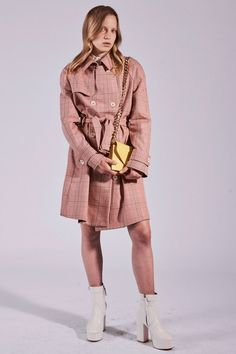 See the complete Paul & Joe Resort 2018 collection.