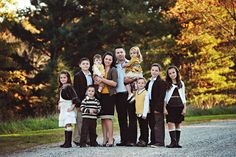 Gorgeous portraits of a large family - including smaller group shots within