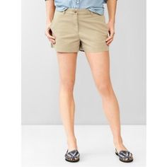 ❤️Gap Khaki Shorts❤️ Excellent condition! True to size. Only worn twice. A bit different on the model but color is same. Pricing low doesn't mean it's worth any less than the others or it has any flaws. Just offering a good deal to have more space in my closet. GAP Shorts