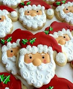 Aren't these Santa Cookies created with royal icing beautiful for Christmas and the holidays? Santa Cookies, Galletas Cookies, Christmas Sugar Cookies, Iced Cookies, Christmas Sweets, Cute Cookies, Christmas Cooking, Noel Christmas, Holiday Cookies