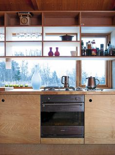 We like the plywood furniture and the layout of the kitchen shelves . - We like the plywood furniture and the kitchen shelves in front of the window - Kitchen Ikea, Plywood Kitchen, Kitchen Interior, Kitchen Small, Interior Modern, Open Kitchen, Kitchen Cabinet Pulls, Kitchen Shelves, Kitchen Cabinets