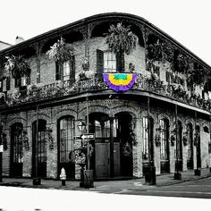 Mardi Gras ___ #mardigras #mardigras2016 #nola #lousiana #neworleans #architecture #blackandwhite #blackandwhitephotography #colorsplash #bourbonstreet #bourbon #street #frenchquarter #archilovers #architecture #instamoment #instadaily #instagram #tagsforlikes by dariel_af