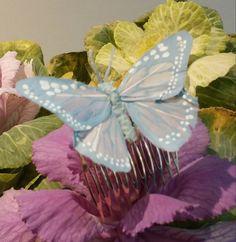 Peinecillo con mariposa azul claro de plumas para el pelo de SevillaClass en Etsy