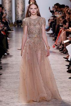 wedding dress inspiraton | Guarda la sfilata di moda Elie Saab a Parigi e scopri la collezione di abiti e accessori per la stagione Alta Moda Primavera Estate 2017.