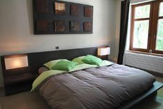 Bedroom in modern style using the colors green & grey | Chambre au style moderne combinant les couleurs gris et vert