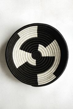 Hand Woven Plateau Basket - Black and White Zig Zag