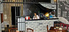 Bong Kopitown mengusung interior seperti penjara, dan diklaim sebagai restoran pertama yang menggunakan konsep tersebut. Menyajikan menu khas Singkawang, Pontianak, Medan, Penang dan Singapura yang diolah secara homemade.