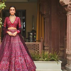 Love this wine purple lehenga with bridal jewelry Indian Bridal Outfits, Indian Bridal Wear, Indian Designer Outfits, Indian Wear, Designer Bridal Lehenga, Bridal Lehenga Choli, Saree, Floral Lehenga, Indian