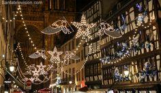 Jouluvaloja Strasbourgin joulumarkkinoilla tuomiokirkon edessä Ranskassa